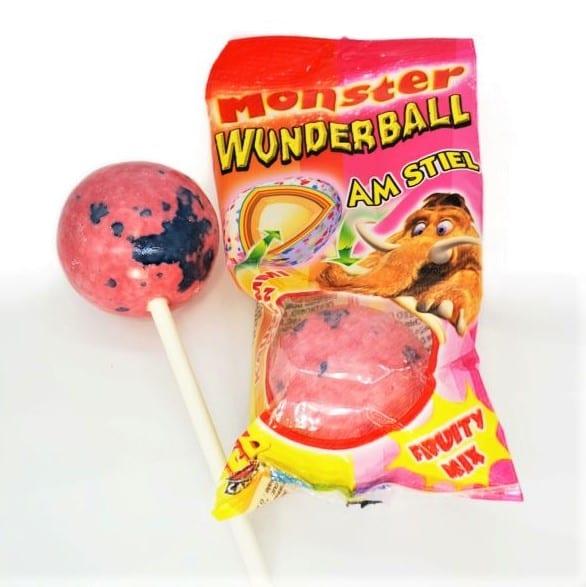 Riesiger Lutschbonbon mit Kaugummikern am Stiel. Lutscher mit bunten Schichten und Ballon-Kaugummi-Kern von Drop Shop Schwandtner