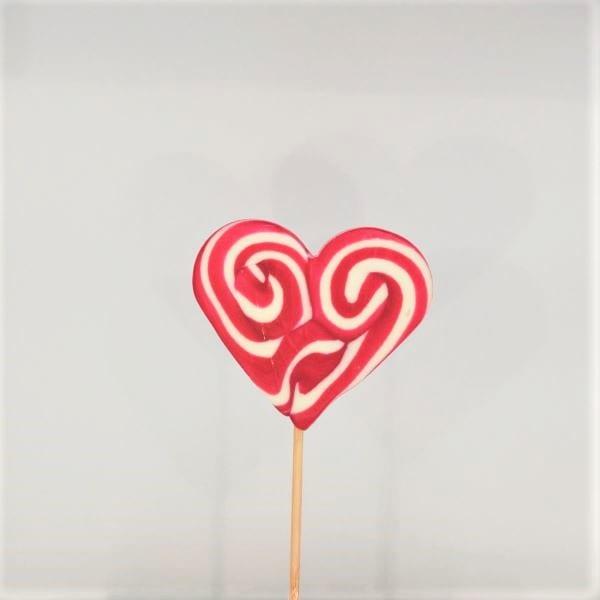 Lollipop in Herzform mit Himbeergeschmack