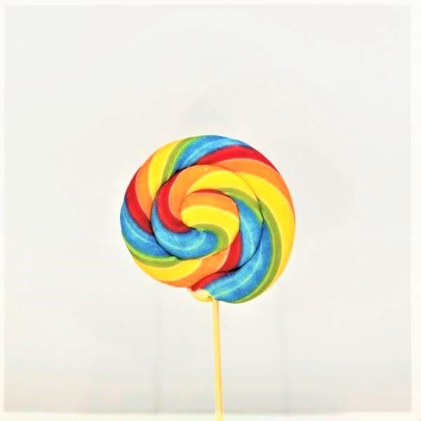 Lollipop in Regenbogenfarben mit Himbeergeschmach von Drop Shop Schwandtner